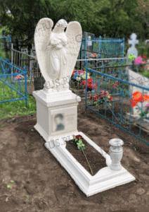 мраморная скульптура на могилу