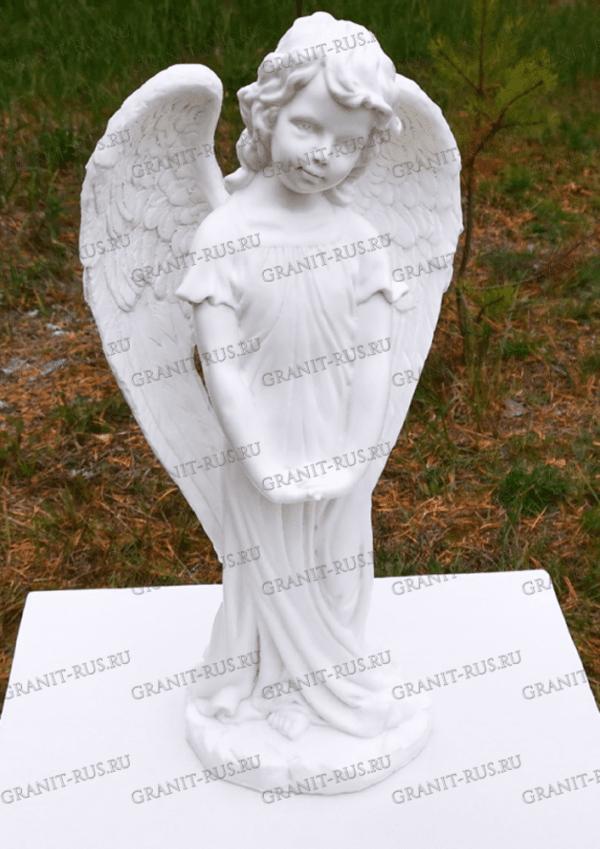 Скульптура ангелочка на могилу