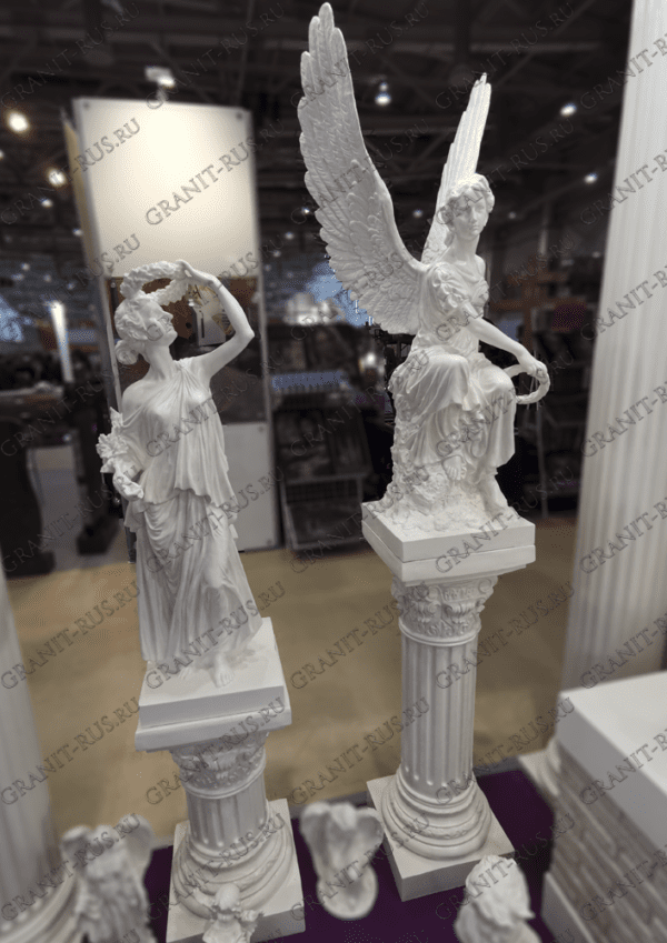 Скульптуры с венком