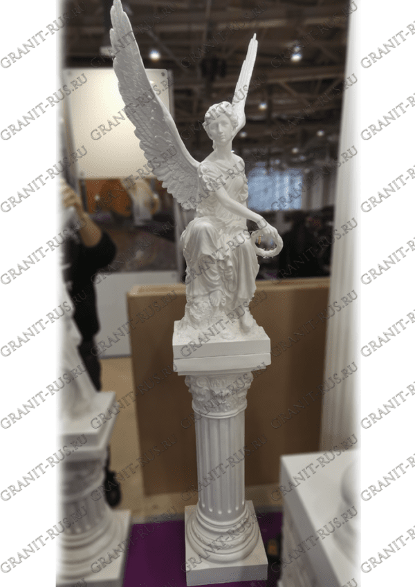 Скульптурное изделие на пьедестале