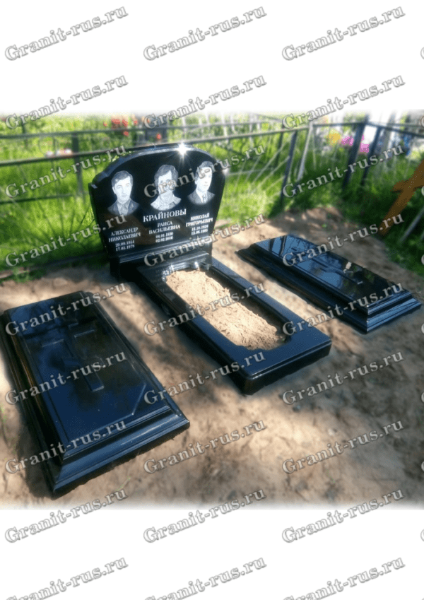 Памятник литьевой с цветниками