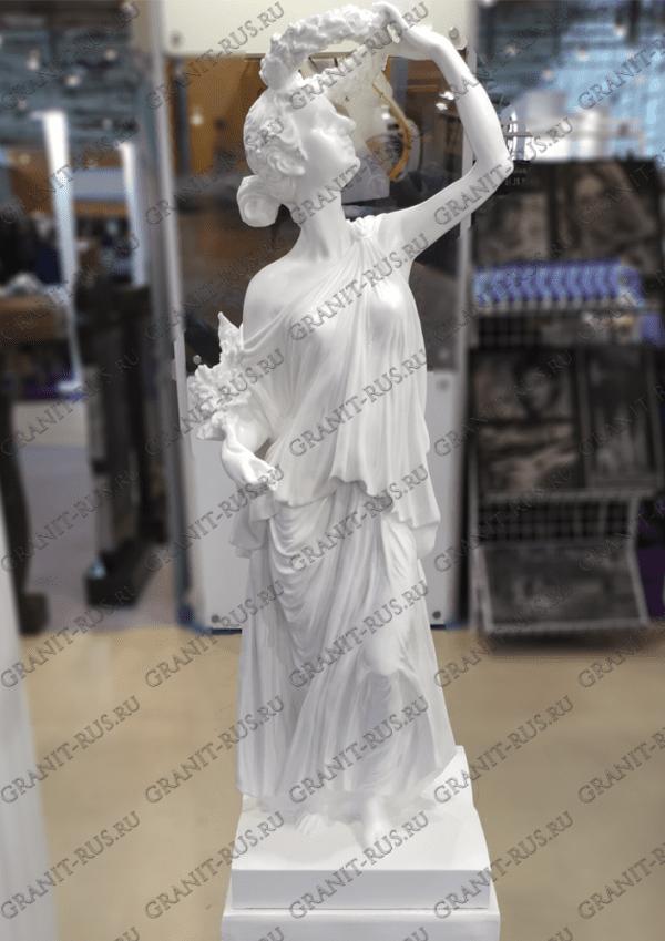 Скульптура с венком над головой без крыльев
